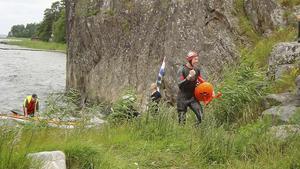 Deltagarna togs emot vid Rangsta brygga efter tre kilometers simning.