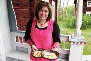 Ja, hälsingeostkakan kan smaka olika. Det är det som är charmen i det hela, säger Annika Röstberg Hagelin.
