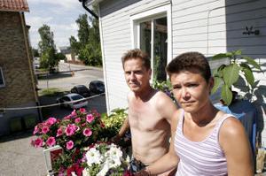 Thomas och Jeanette Lindh är trötta på att inget görs åt den mycket störande situationen på Björneborgsgatan.