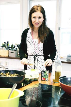 Lina Gebäck, Linas Matkasse, på bilden,  och Kicki Theander, Middagsfrid, på bilden, är grundarna av de två största matkasseföretagen i Sverige med en stor kundkrets även i Arbetarbladets område. Båda började i mindre skala i sina egna små kök. Även Ica, Coop och Citygross erbjuder färdigpackade matkassar med råvaror och recept.