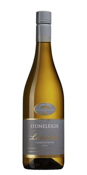 På både halv- och helflaska finns 6360 Stoneleigh Latitude Chardonnay 2015 från Marlborough, Nya Zeeland för 70 kr (37,5 cl) samt 129 kr (75 cl). Ett vin med elegant doft av tropisk frukt, fattoner, smörighet och lite vanilj, torrt med fyllig smak av tropisk frukt, hasselnöt, mandel, apelsin, bra friskhet och välbalanserat.