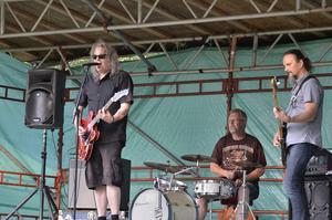Rockar loss. För musiken stod bandet Buddy Larsson & the Rimcross.