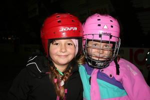 Nadina Gutic och Saga Kadin gillade både att åka skridskor och musikvalet.