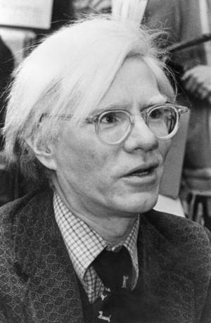 Andy Warhol 1975. Han gick bort 1987, 58 år gammal.
