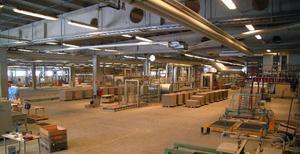 11 000 kvadratmeter toppfräsch fabriksyta ställs tom om golvfabrikens maskinpark säljs och skingras.