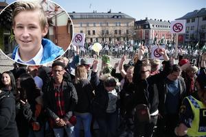 Nej det var inte de 70 demokratiska organisationer som stod bakom Dalarna mot rasisms motdemonstration som var anledningen till att det fanns risk för våld. Det var inte de ungdomar, pensionärer och barnfamiljer som demonstrerade mot nazism som polisen behövde hålla koll på, menar Casper Karlqvist i en replik till Daniel Lönn, ordförande för Moderat skolungdom. Bilden är en arkivbild.