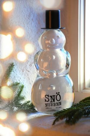 Kul flaska. Normalt brukar spektakulära flaskor sällan innehålla högkvalitativa drycker, Snönubben är dock ett undantag.