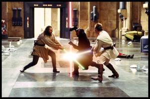 """Jedi-riddarna tvingas till strid i den första """"Star Wars""""-filmen som nu blivit 3D-konvergerad."""