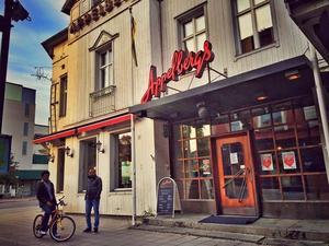September: Tisdag eftermiddag på paradgatan i Sollefteå. Utanför Appelbergs.
