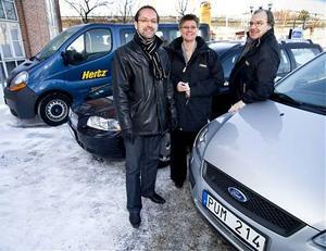 Härnösand taxi ger sig in i hyrsbilmarknaden, här syns från vänster Björn Sidén, Eva Olstedt-Lundgren och Mats Myrén