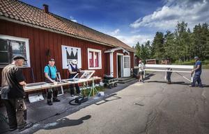 Nystartade Sundborns Teater flyttar in i gamla tvättstugan i byn.