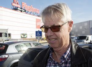 Lennart Larsson, Nyby: – Absolut inte. Det är förvirrande. Alla tjafsar och ingen tar ett helhetsgrepp. Jag retar mig på hur de hanterar innerstan.