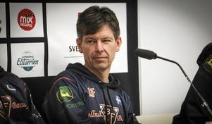 Jaokim Forslund på podiet inför SM-finalen mot Edsbyn i våras.