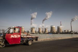 Insändarskribenten poängterar skillnaden mellan lokala och globala utsläpp. Bilden är tagen vid det stora kolkraftverket i koldistriktet Datong norr om Peking.