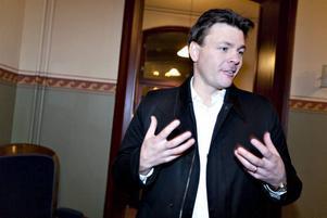 """SKOJ OCH ALLVAR. Det är både allvar och skoj i """"Banankontakt"""".  Naturskyddsföreningens ordförande Mikael Karlsson ser fram emot premiären."""