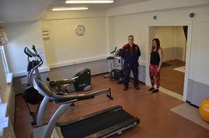 Träningslokaler. Ett ny friskvårdslokal med maskiner och träningsrum på Ovako, väldigt bra tycker Allan Myrtenkvist och förtagssköterskan Terese Sundberg.