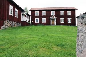 Alfta sockens hembygdsförening driver och äger hälsingegård Löka, hembygdsgården i Alfta.