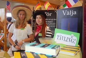 Frida Mattsson Wallin och Annabelle Ljunggren går Samhälle inriktning Språk. Det kan vara någott för den som vill studera utomlands.