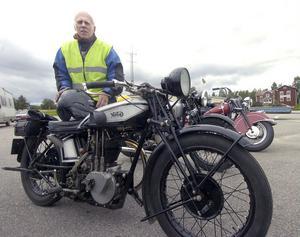 Sven Karlsson från Kilafors med sin Norton från 1928.