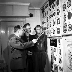 Teoriprov i körkortsundervisningen 1953.