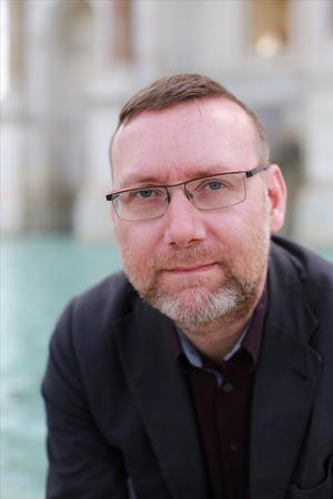Marcus Willén Ode, från Örebro, är litteraturvetare och präst. Han har skrivit en avhandling om Torgny Lindgren. Foto: Emma Ode