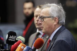 Sverige har EU-kommissonens och ordförande Jean-Claude Junckers stöd för att omfördela flyktingar från Sverige till andra länder. Det innebär inte att det blir verklighet.