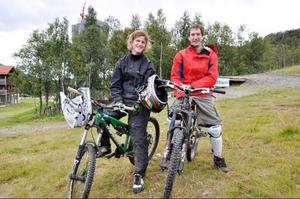 Henrik Samuelsson och Niclas Berglind från Järfälla utanför Stockholm besökte Tänndalen bikepark för första gången i helgen. De har tidigare provat på downhill några gånger och även varit i Hamra vintertid - men då med skidor istället för cykel.