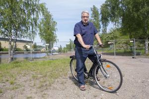 Bengt Thyrsson vill kunna cykla vid vattnet nedanför Faxeholmen igen.