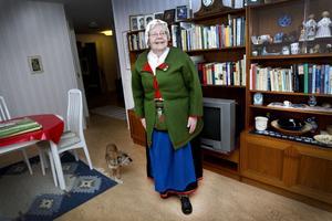 """60 ÅR MED RILLEN. Eivor Wahlman, 83, (bilden) är tillsammans med Dagny Ågren den enda medlemmen som varit med ända sedan folkdanslaget Rillen bildades för 60 år sedan. Hon gläds över det stora engagemang som fortfarande finns i föreningen. """"Det är viktigt att folkdansen lever vidare. Det kan behövas i EU-tider när allt blir utjämnat"""", säger hon."""