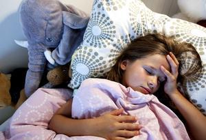 Sjuka barn behöver vila. Det bästa är att stanna hemma tills barnet är helt friskt och har återhämtat sig.