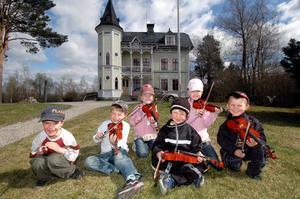 Nils Östergrens, Filip Uddas, Lino Ottosson, Edvin Johansson, Elin Ottosson och Noah Johansson heter det här glada gänget som nu ska gå på förskoleavdelningen Fiolen i Edsbyn.