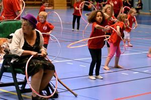Det var rejäl snurr på Hallsbergs gymnastikförenings firande av föreningen 95 år. Fem barngrupper rockade loss med allt sitt kunnande vid födelsedagskalaset i Alléhallen.