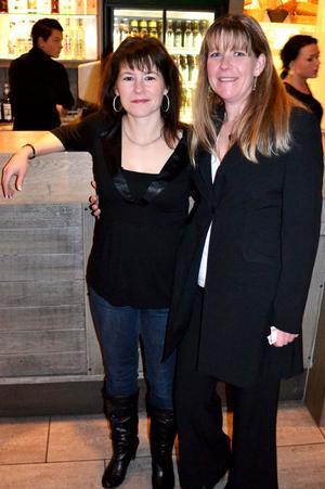 Systrarna Marie och Annelie Lundberg besökte hemvändarkvällen för första gången.