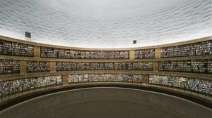 Stadsbiblioteket i Stockholm. I den färdiga bilden har Andreas Gursky  retuscherat bort alla störande element. Foto: Andreas Gursky/BUS 2008