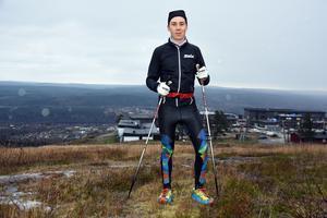 Sistaårsjunioren Fredrik Andersson ska i vinter tävla en del mot seniorerna.