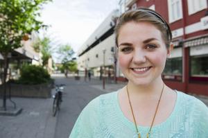 Johanna Woxberg är glad över den nya cykelkartan.