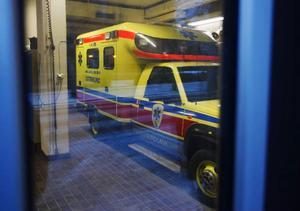 Personalfesten fortsatte i den här ambulansen som bland annat innehåller kuvös för barnafödslar. Efter festen var ambulansen obrukbar.