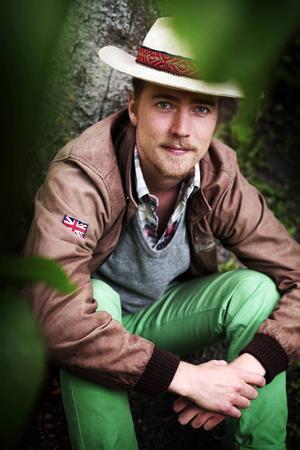 """Musikern Erik Wennergren spelade tidigare med Led Zeppelin-hyllningsbandet Hindenburg. Som soloartist har han släppt skivan """"Tales From The Earth"""" (2012). Nu är han med och arrangerar Tillsammansfestivalen i Undersåker."""