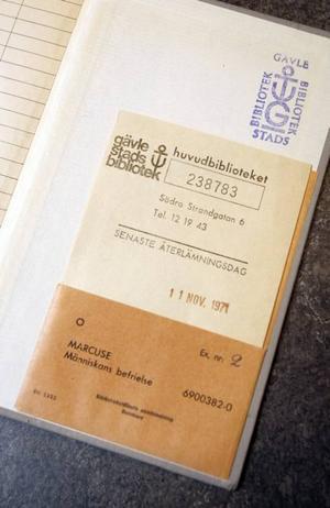 Efter dryga 37 år har biblioteket fått tillbaka sin bok. Den lånades ut 1971, då återlämningsdatumet stämplades.