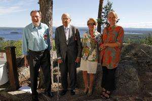 Från höger: Stipendiaten Maja Li Härdelin, Gerd Engberg, Carl Erik Tottie och Åke Nätterö, som också fick eloge.