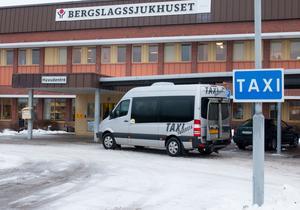 Sjuktransport av Taxi Fagersta vid Bergslagssjukhuset i Fagersta.