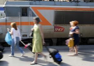 På franska järnvägsstationer kan resenärer få noveller gratis. Arkivbild.