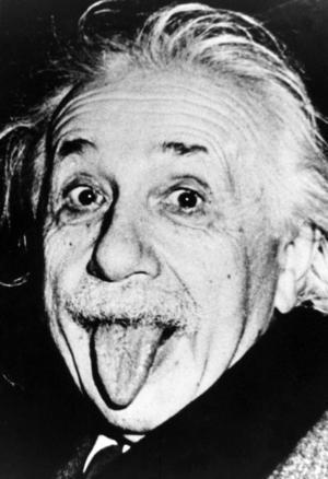 """""""Albert Einstein har blivit en kultfigur, en symbol för smartness. Bilden där han räcker ut tungan finns på affischer och t-tröjor världen över"""", konstaterar Peter Swedenmark som har läst en ny biografi om  Albert Einstein."""