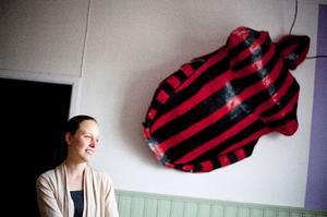 Skalbaggarna på väggen är en kvarleva från en opera som Andreas Hoffman jobbat  med.