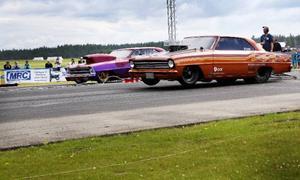 Dragracing innebär höga farter och höga ljud. I helgen avgjordes Jämtland Dragracing Open på Optands flygfält.
