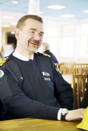 Länets högste polischef, Stephen Jerand gläds åt medarbetarenkäten.