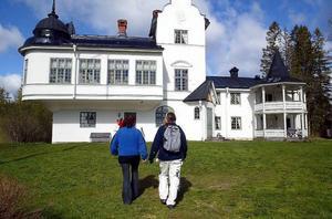 Fattade politikerna ett olagligt beslut när de upplät Verkön med ett avtal på 69 000 kronor per år? Frågan ska nu upp i Förvaltningsrätten i Härnösand.
