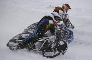 Viktor Svensson i hård kamp med Jocke Söderström. Den sistnämnde drog det längsta strået och Viktor missade finalpasset.
