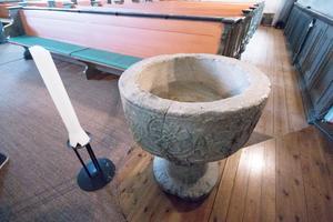 Dopfunten i Karbennings kyrka är gjord på 1500-talet.