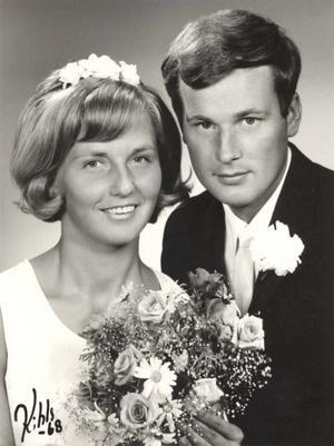 Ulla och Mats Isberg, Storvik, firar i dag rubinbröllop. De vigdes 4 augusti 1968 i Västra Karups kyrka, Båstad. Högtidsdagen firas tillsammans med barn och barnbarn.
